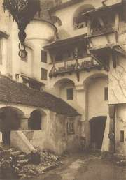 Bran Castle Courtyard Picture